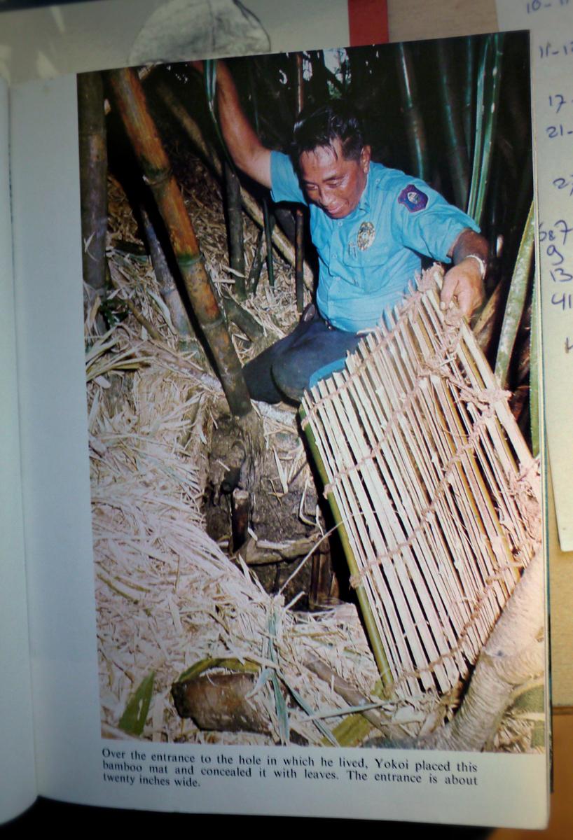 De holwoning van Yokoi was bedekt met bamboe (Foto genomen van het boek)