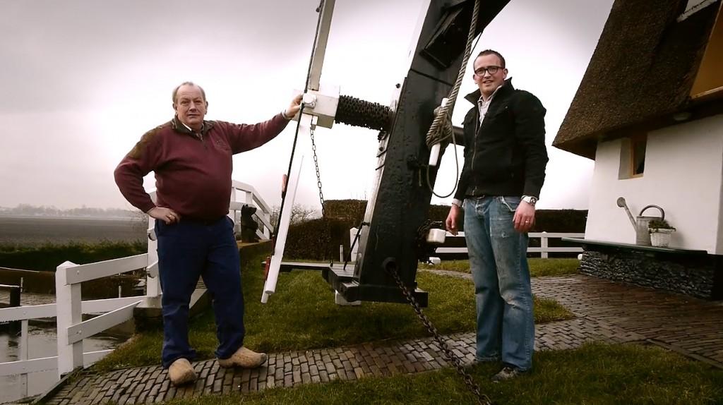 Johan en Jan Ottevanger op  hun molen aan de Rotte. Bovenmolen van de molenviergang van de Driemanspolder te Zevenhuizen. Screengrab van GH2 video ©2013/2014 H.J. Lirb