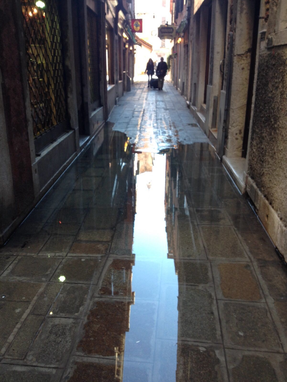 Wateroverlast in Venetië (27 november 2015). ©2015 Sofia J. Lirb.
