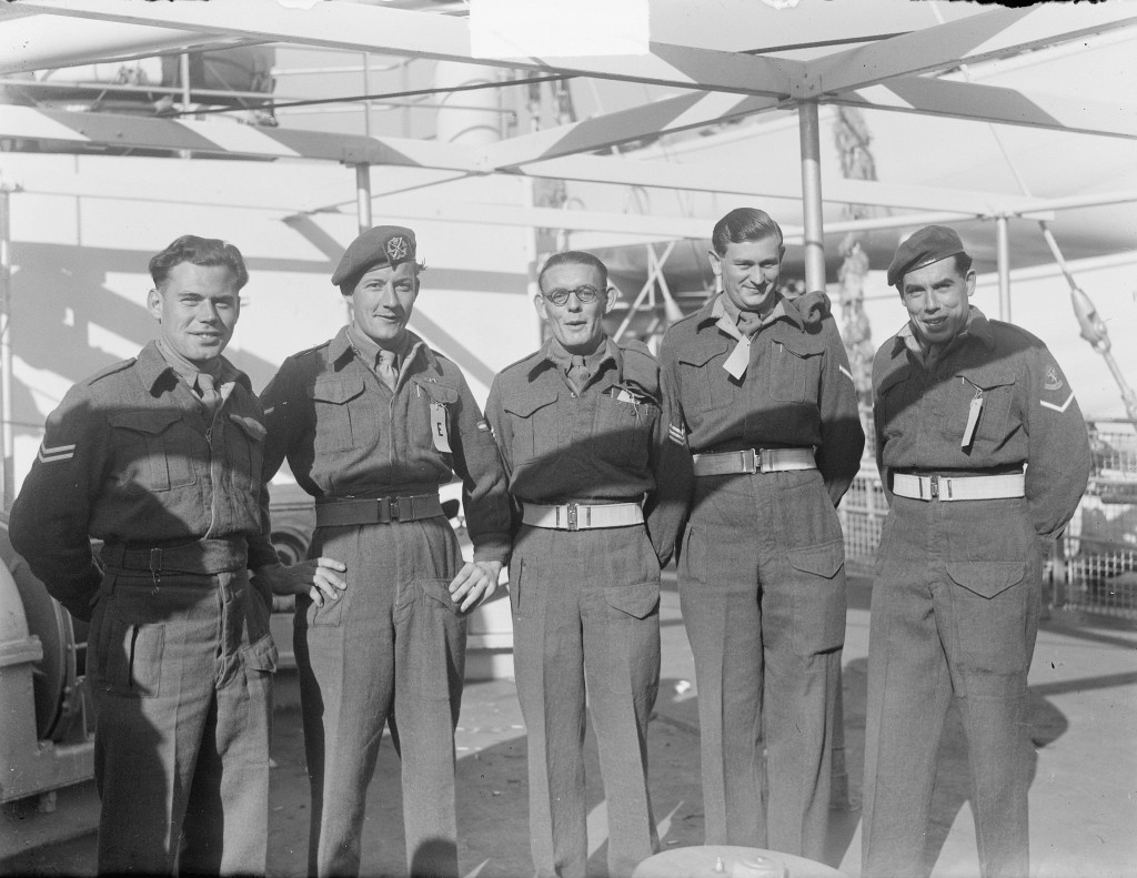 "Troepenschip ""Fairsea"" debarkatie Rotterdam,  5 april 1950, Rotterdam, Fotograaf Harry Pot, Nationaal Archief / Collectie Anefo, licentie CC."
