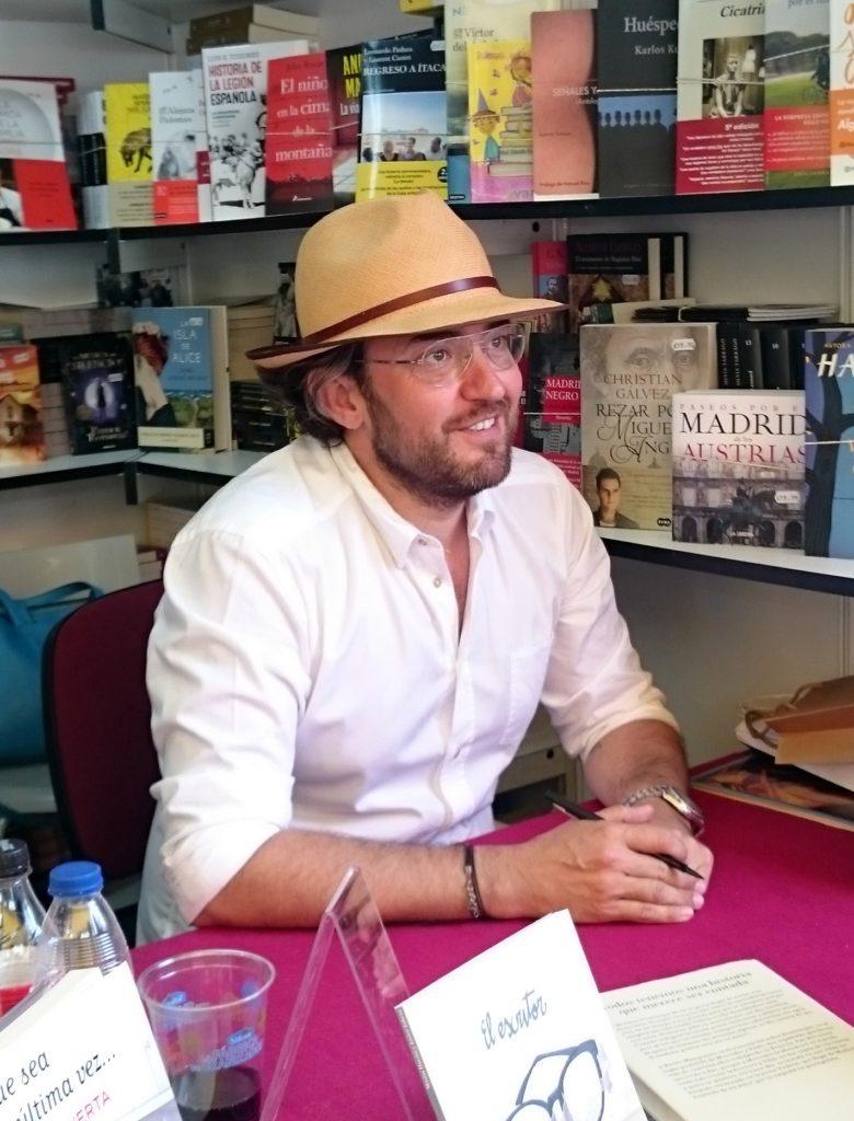 Màxim Huerta op de boekenbeurs van Madrid in 2016 (Wikimedia Commons attr. Dicasto)