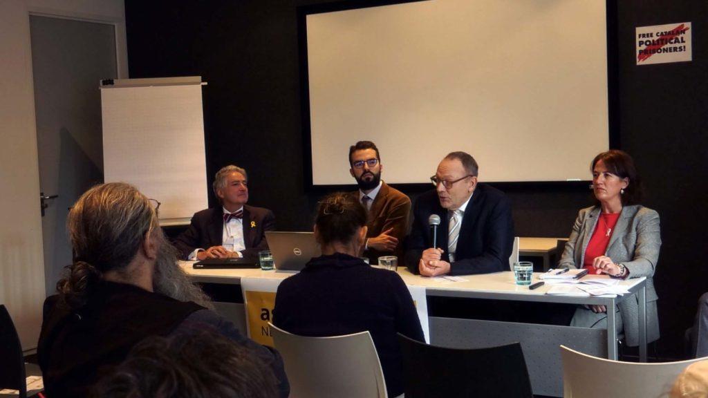 De vier sprekers van het symposium in Den Haag. Van links naar rechts: Alfred De Zayas, Fernando Burgés, Ben Emmerson, Elisenda Paluzie (Foto H.J. Lirb)