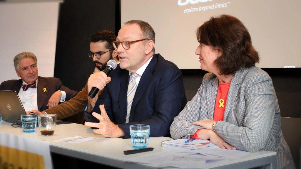 Ben Emmerson tijdens zijn voordracht op het symposium in Den Haag (Beeld van Maria Feliciana Coll)