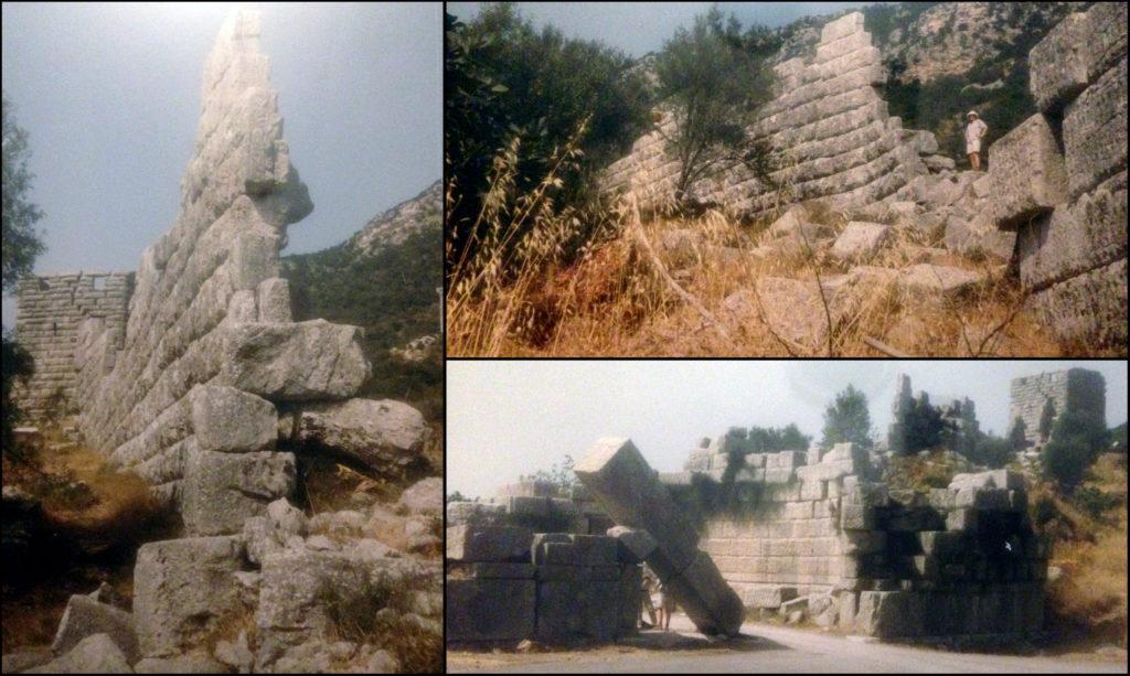 De hoge muren van Messene, de hoofdstad van de herrezen polis der Messeniërs (Foto ©1993/2019 Huib J. Lirb)